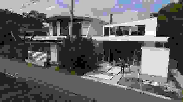 off glid house in yokohama モダンな 家 の abanba inc. モダン 木 木目調