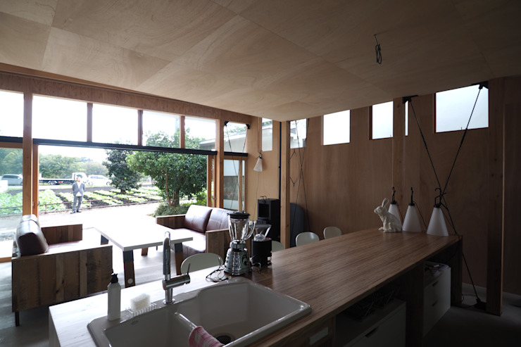 off glid house in yokohama モダンデザインの ダイニング の abanba inc. モダン 木 木目調