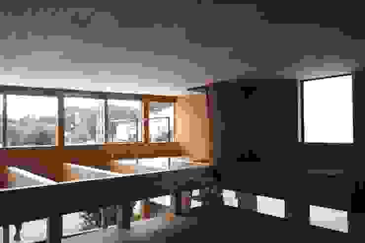 off glid house in yokohama モダンスタイルの寝室 の abanba inc. モダン 木 木目調
