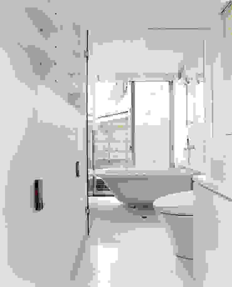 小金井の家 ミニマルスタイルの お風呂・バスルーム の hamanakadesignstudio ミニマル