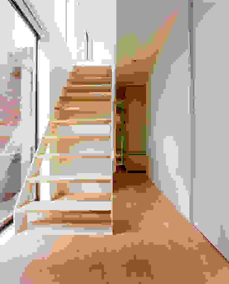 小金井の家 ミニマルスタイルの 玄関&廊下&階段 の hamanakadesignstudio ミニマル