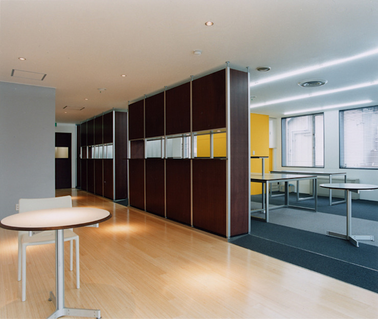 Office in Akihabara モダンデザインの 書斎 の hamanakadesignstudio モダン