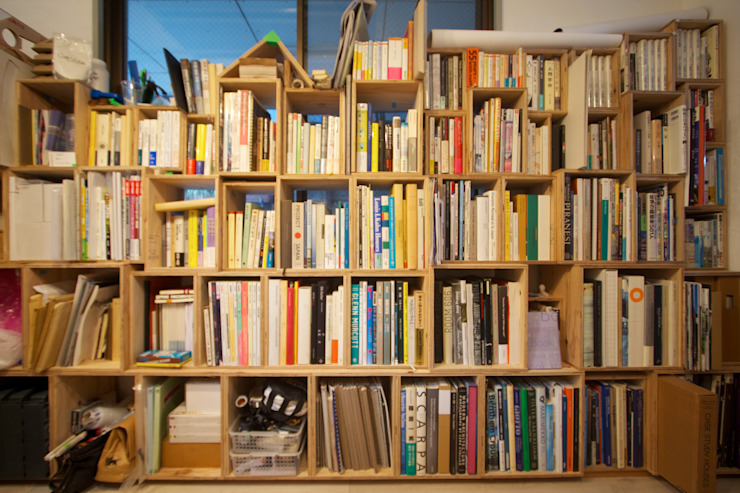 Packing Shelf: hamanakadesignstudioが手掛けた折衷的なです。,オリジナル 木 木目調