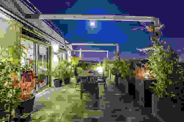 Roof top. Balkon, Beranda & Teras Modern Oleh Shoootin Modern