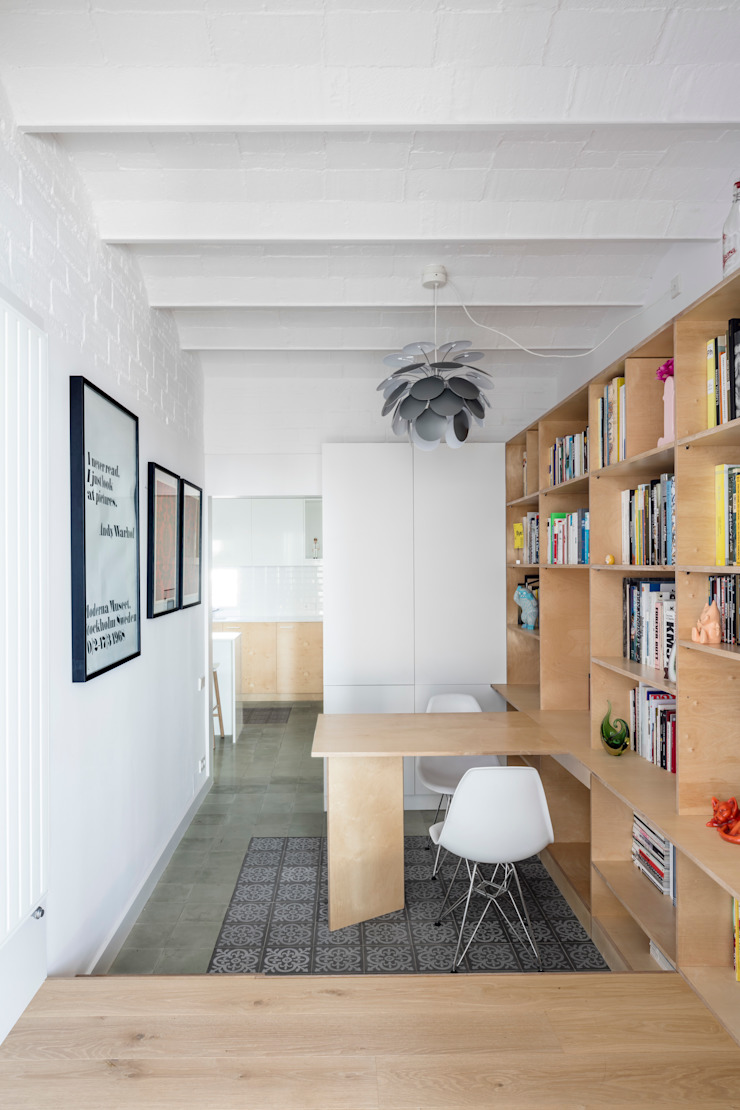 APARTAMENTO ORIOL vora Estudios y despachos de estilo moderno