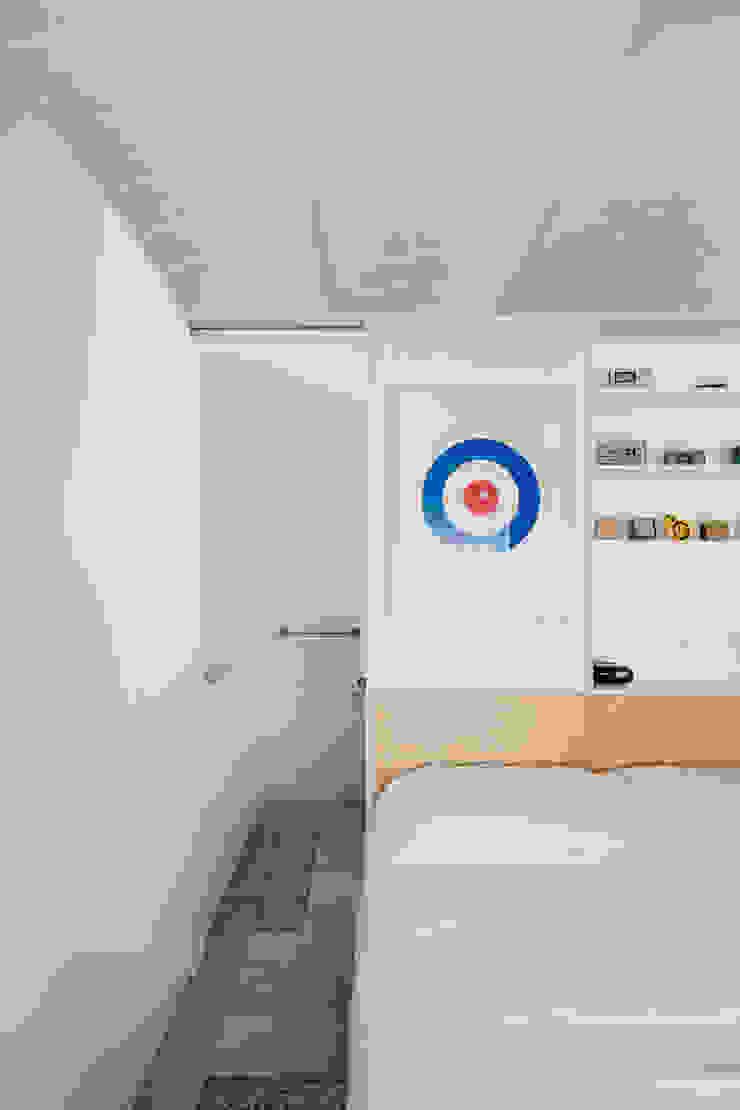 APARTAMENTO ORIOL vora Dormitorios de estilo moderno