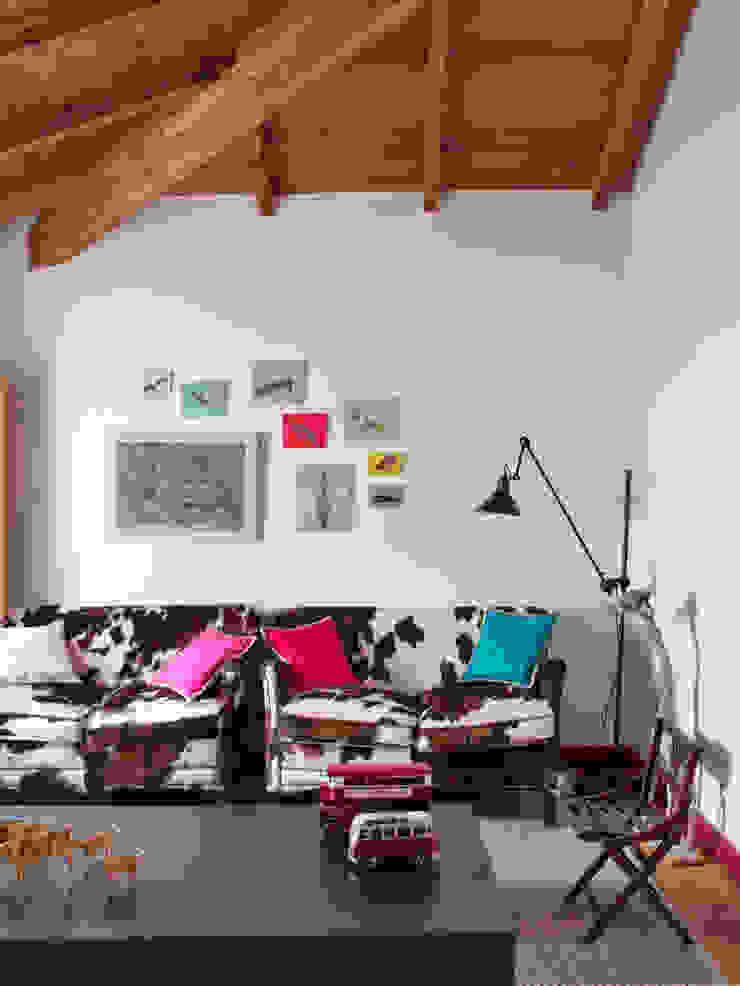 SA&V - SAARANHA&VASCONCELOS Habitaciones para niños de estilo rústico