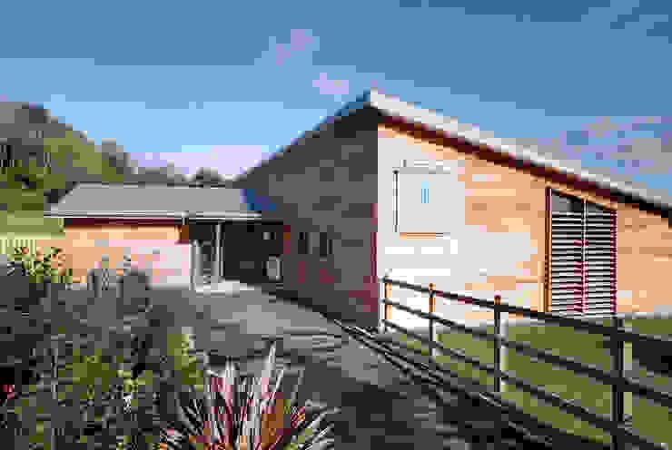 The Weir Bistro de Trewin Design Architects Moderno