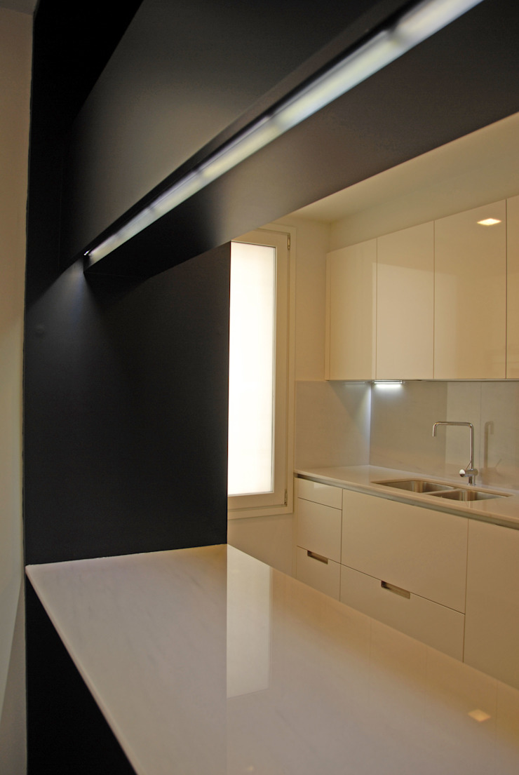 4+1 arquitectes Modern kitchen