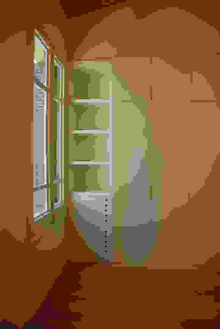 4+1 arquitectes Modern style bedroom
