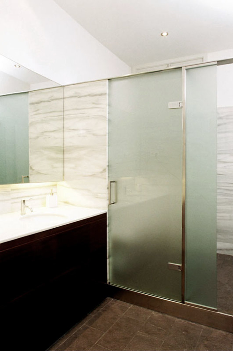 4+1 arquitectes Modern bathroom