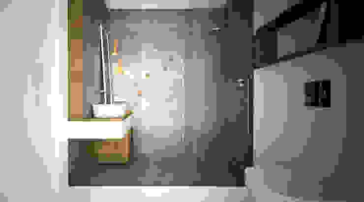 DUOTRZYDWA Minimalistyczna łazienka od NA NO WO ARCHITEKCI Minimalistyczny