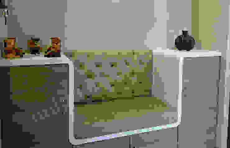 Mr. Makarand Pradhan Modern living room by UNIQUE DESIGNERS & ARCHITECTS Modern