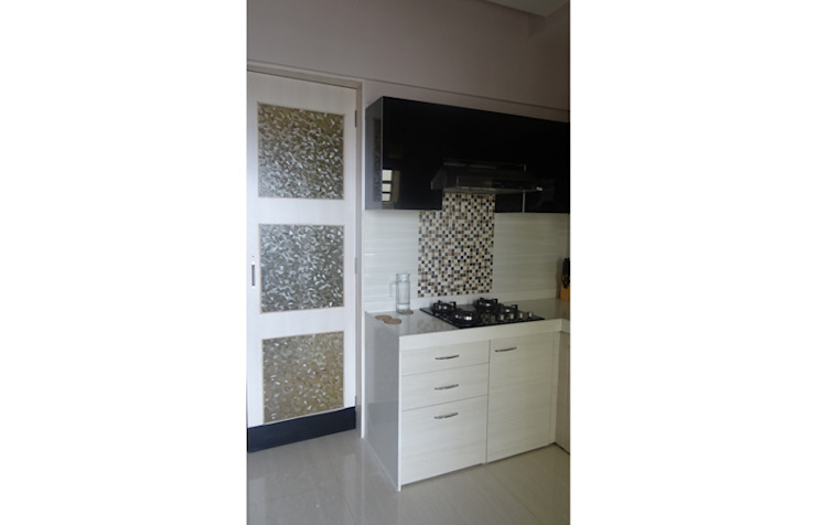 Charniwalas @ Tropical Lagoon. Modern kitchen by UNIQUE DESIGNERS & ARCHITECTS Modern