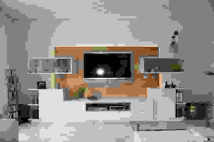 Medienmöbel: modern  von Horst Fetting Individueller Innenausbau,Modern Holz Holznachbildung