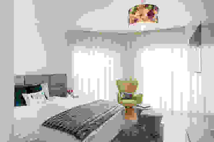 Modern style bedroom by Cássia Lignéa Modern