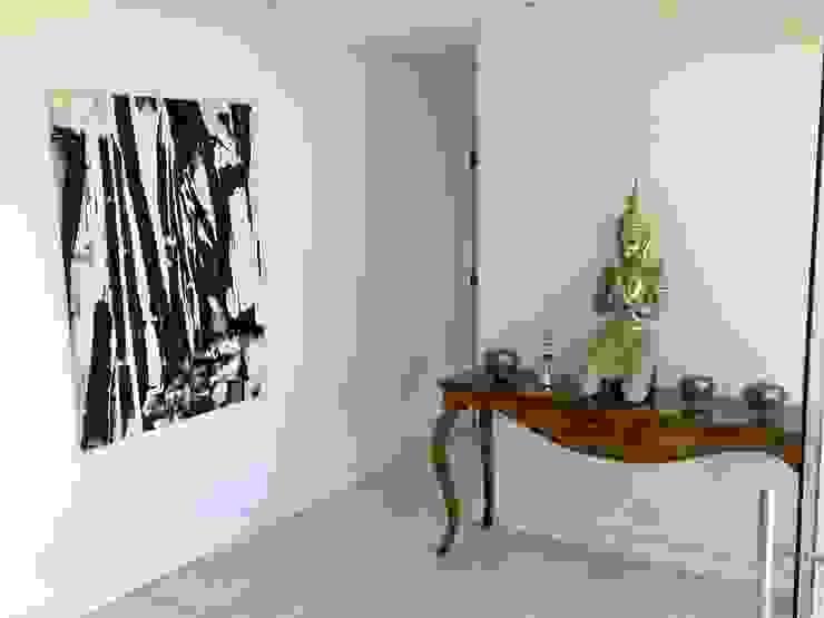 Pasillos, vestíbulos y escaleras de estilo moderno de Luciani e Associados Arquitetura Moderno