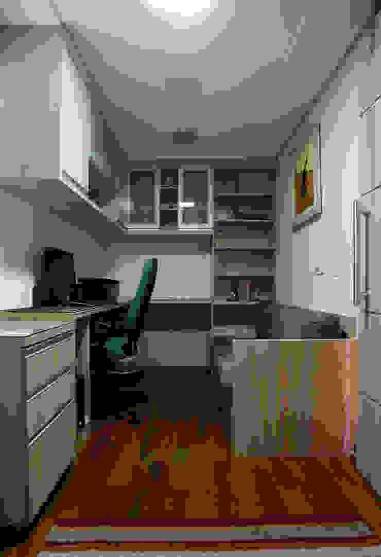 Apartamento S.C. do Sul Escritórios modernos por Carmen Anjos Arquitetura Ltda. Moderno MDF