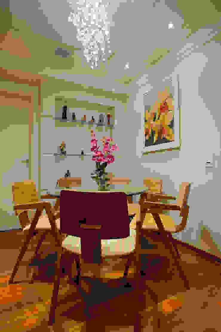 Apartamento S.C. do Sul Salas de jantar modernas por Carmen Anjos Arquitetura Ltda. Moderno Vidro