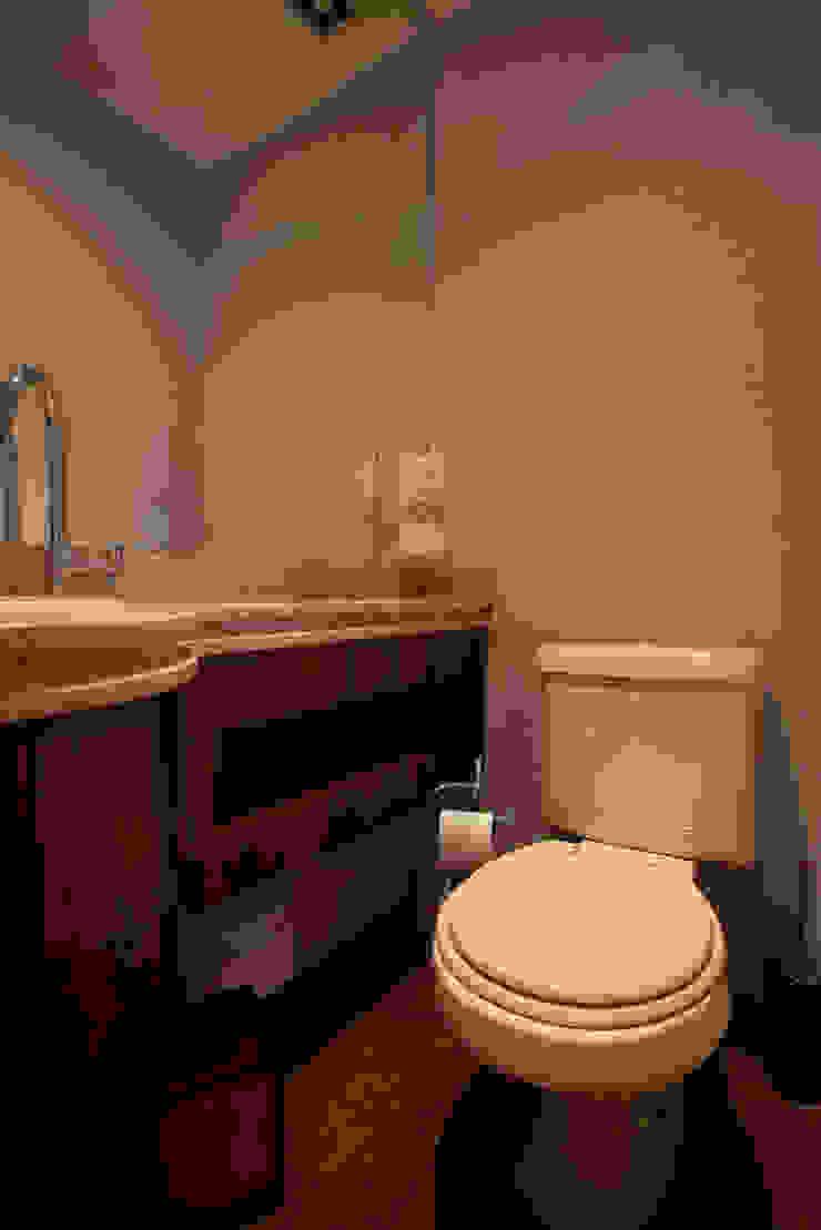 Apartamento S.C. do Sul Banheiros clássicos por Carmen Anjos Arquitetura Ltda. Clássico Mármore
