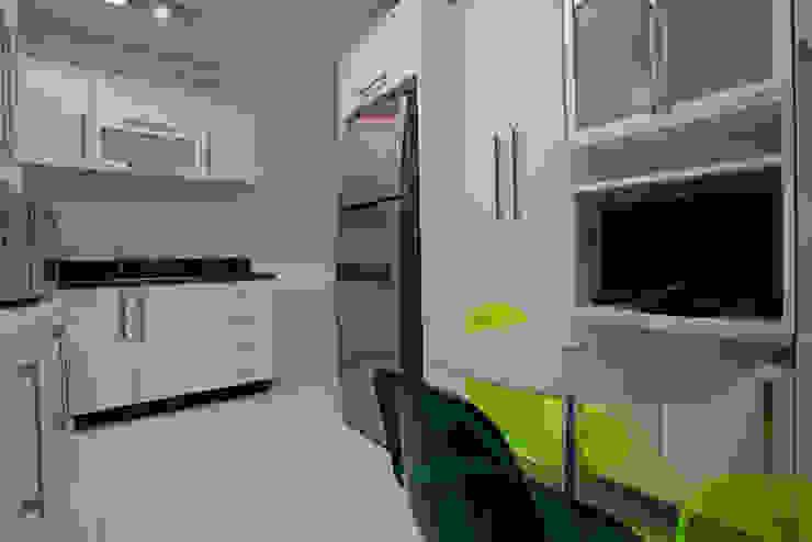 Apartamento S.C. do Sul Cozinhas modernas por Carmen Anjos Arquitetura Ltda. Moderno MDF