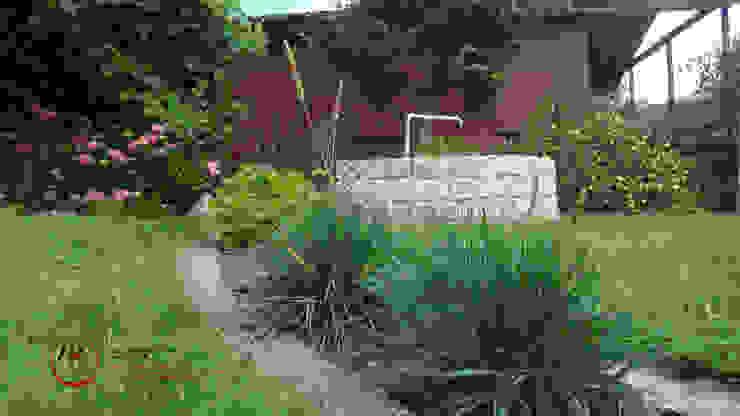 Mały ogród po modernizacji Klasyczny ogród od PRACOWNIA ARANŻACJA ANNA RYPLEWSKA Klasyczny