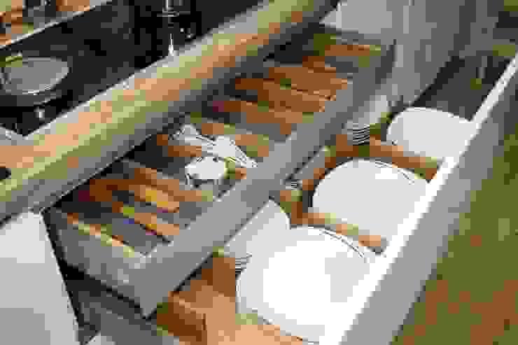 Besteck- Tellereinsatz aus Eiche Moderne Küchen von Ihre Holzmanufaktur Modern