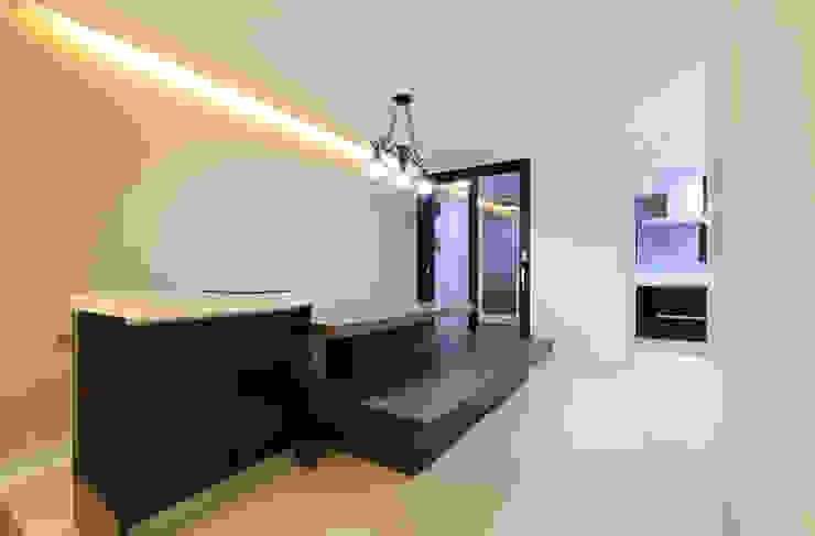 부천 중동 은하마을 48평형 아파트 모던스타일 거실 by 금화 인테리어 모던