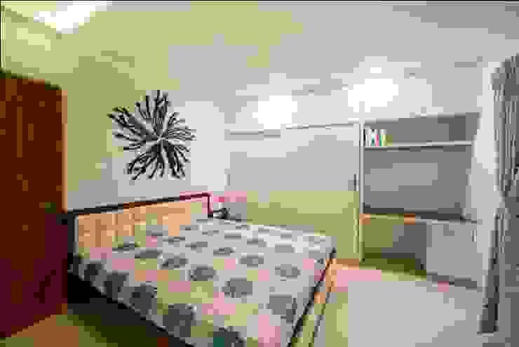 Bedroom 1 Minimalist bedroom by ARK Architects & Interior Designers Minimalist