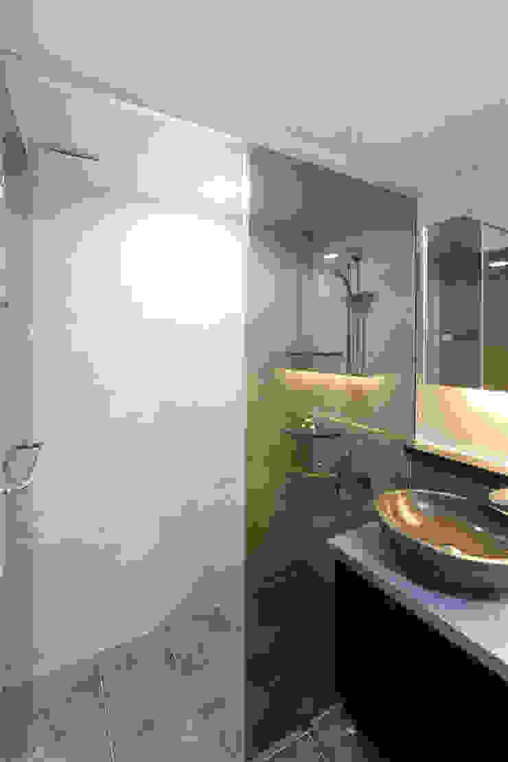 부천 중동 은하마을 48평형 아파트 모던스타일 욕실 by 금화 인테리어 모던