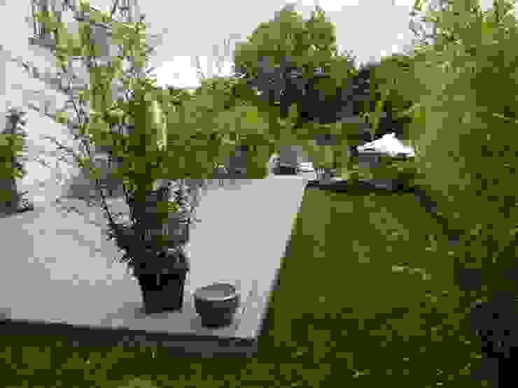 Classic style garden by Scènes d'extérieur Classic