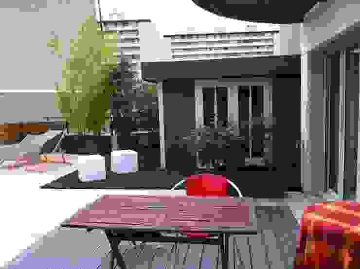 Modern balcony, veranda & terrace by Scènes d'extérieur Modern