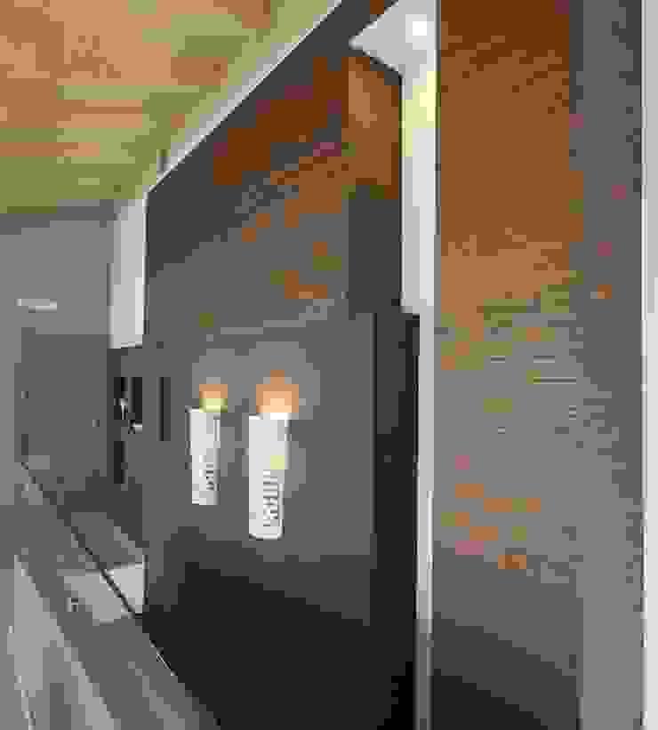 Studio Ferlenda Pasillos, vestíbulos y escaleras de estilo moderno