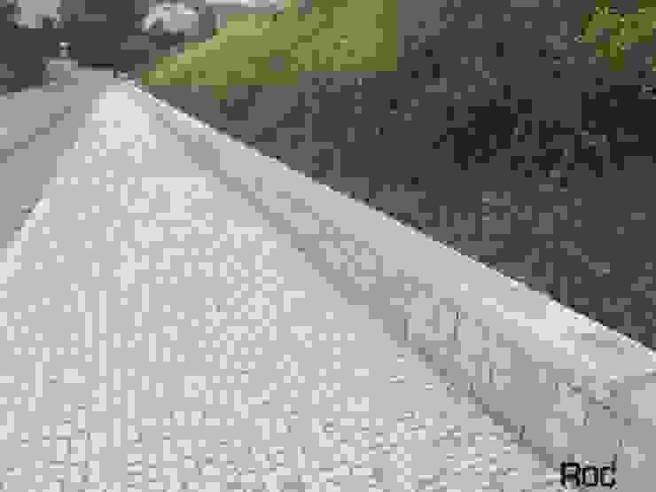Arranjos Exteriores, passeios e QR code em Calçada Portuguesa Espaços comerciais modernos por Roc2c Moderno Calcário