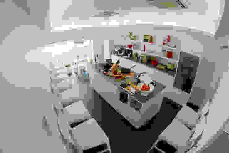 Loja (cozinha - workshop) por Krost Moderno