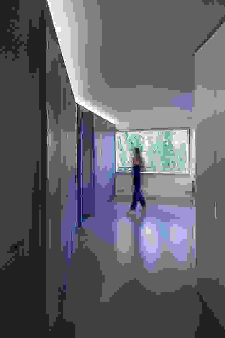 ImagenSubliminal Pasillos, vestíbulos y escaleras de estilo moderno