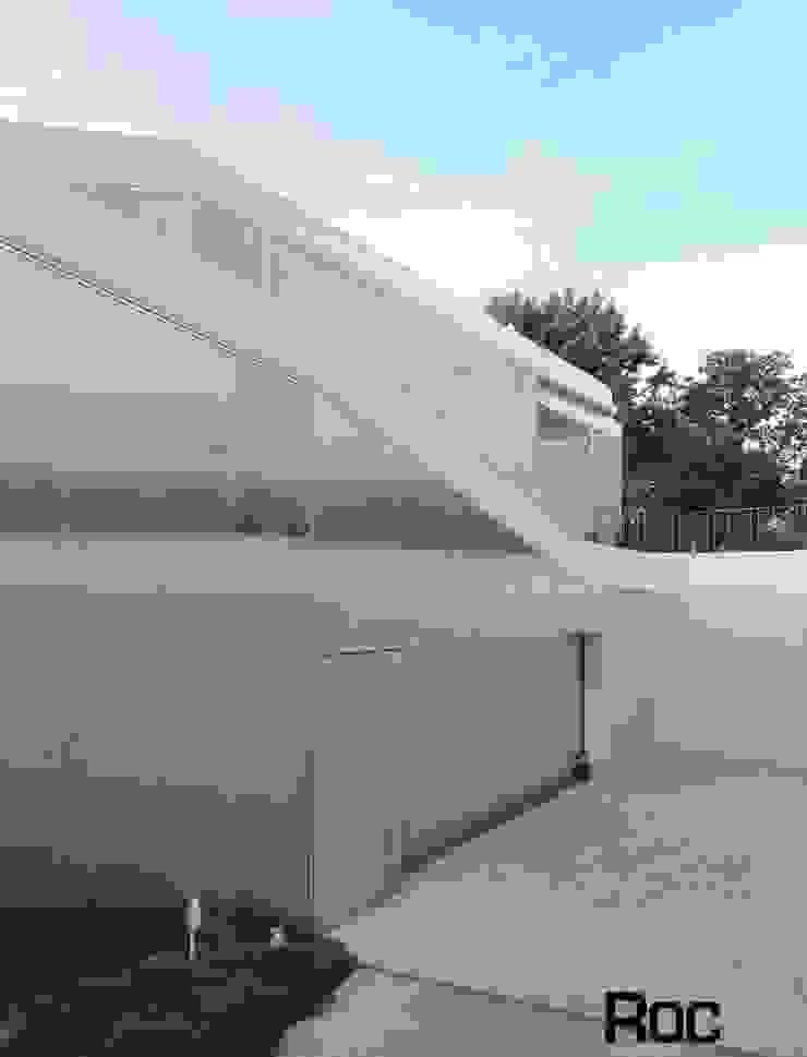 Calçada # house # 1.130, Madrid – Arquitetura Estudio Entresitio Casas modernas por Roc2c Moderno Calcário