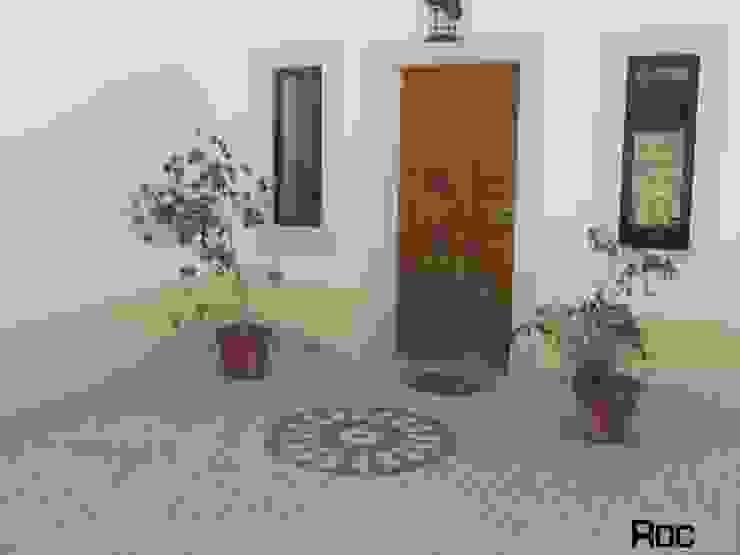 Balcones y terrazas rústicos de ROC2C_Calçada Portuguesa Rústico Caliza