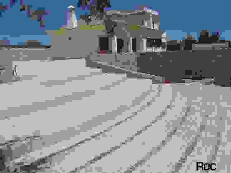 Balcones y terrazas rústicos de Roc2c Rústico Caliza