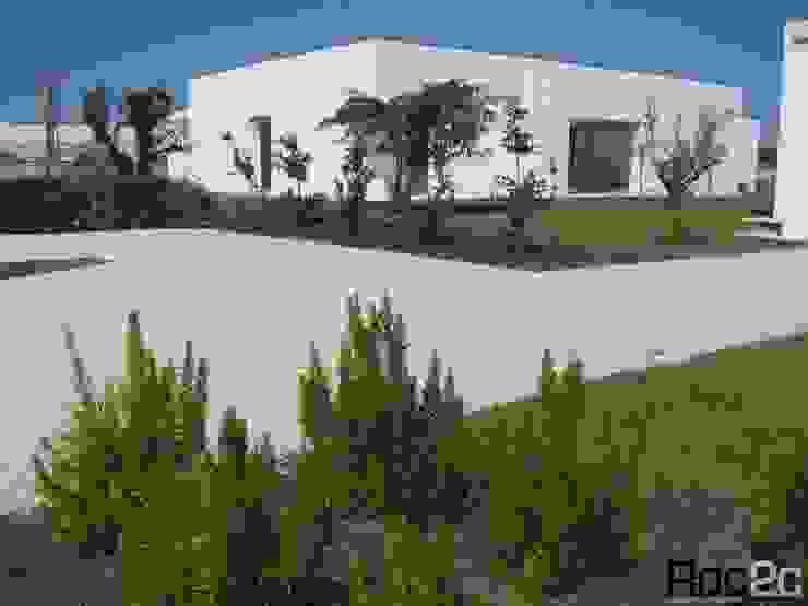 Calçada Entrada Moradia, Óbidos – Arquiteto Álvaro Siza Vieira Casas modernas por Roc2c Moderno Calcário