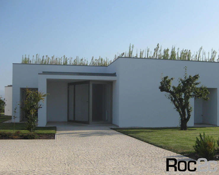 Calçada Entrada Moradia, Óbidos – Arquiteto Álvaro Siza Vieira: Casas  por Roc2c,Moderno Calcário