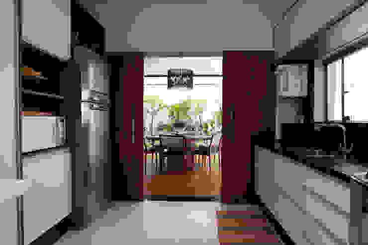 Cocinas de estilo moderno de Arabesco Arquitetura Moderno