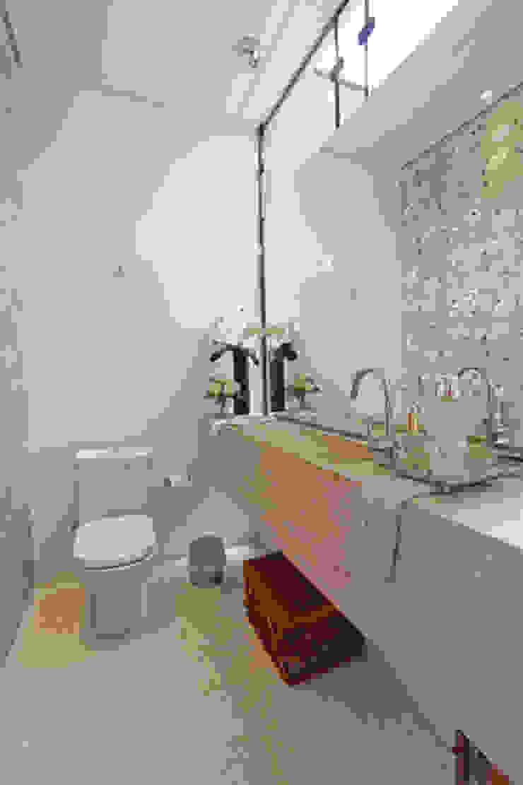 Lavabo Banheiros modernos por Arabesco Arquitetura Moderno