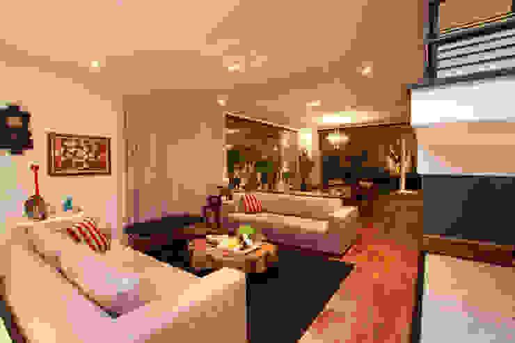 Livings de estilo moderno de Arabesco Arquitetura Moderno