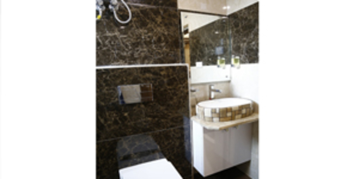 Interior Designs Modern bathroom by EXOTIC FURNITURE AND INTERIORS Modern