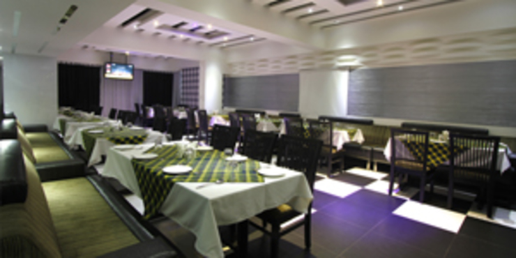 Palak Hotels Modern dining room by EXOTIC FURNITURE AND INTERIORS Modern