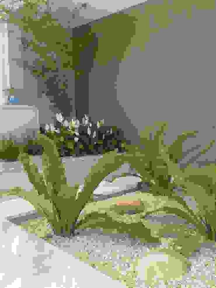 Jardines de estilo ecléctico de Eneida Lima Paisagismo Ecléctico