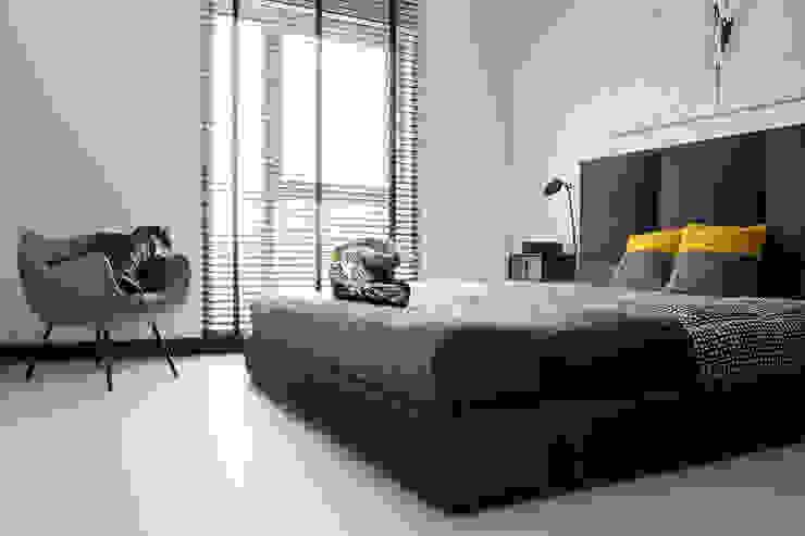 Minimalist bedroom by WERONIKA TROJANOWSKA photographer Minimalist