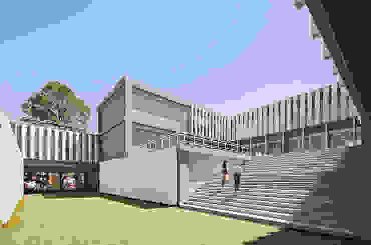 USET-OPD TLAXCALA Estudios y despachos modernos de Miguel de la Torre Arquitectos Moderno