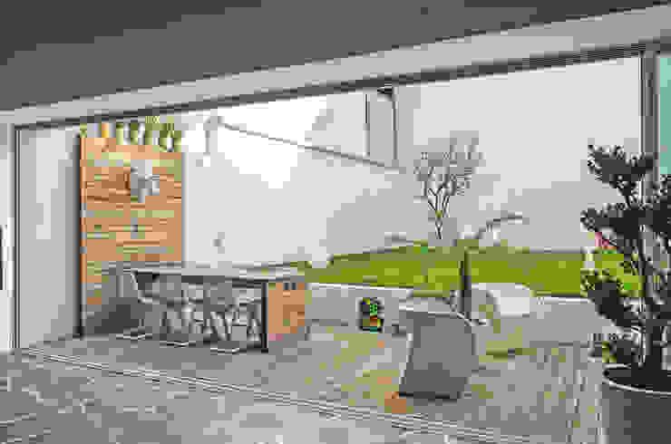 Moderner Balkon, Veranda & Terrasse von Miguel de la Torre Arquitectos Modern